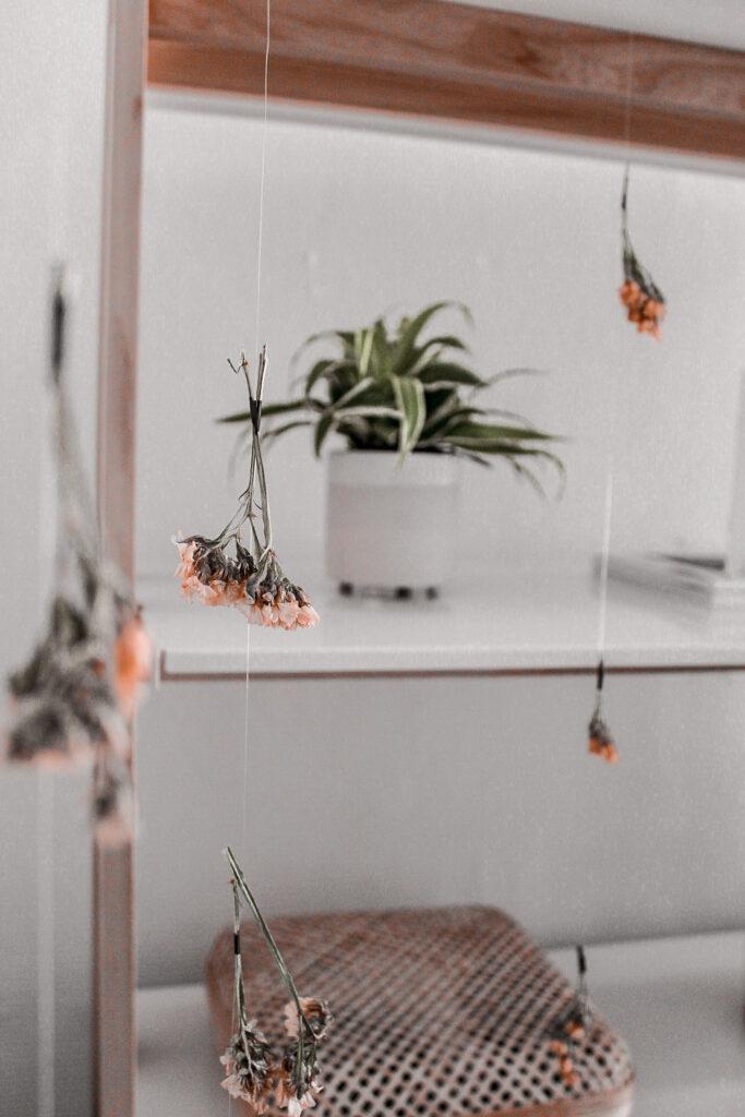 droogbloemengordijn - Indian summer etalage inspiratie: droogbloemen