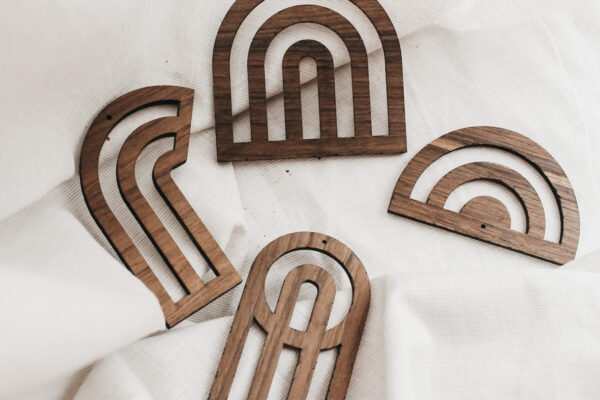 Houten hangers: als slinger of kerstversiering