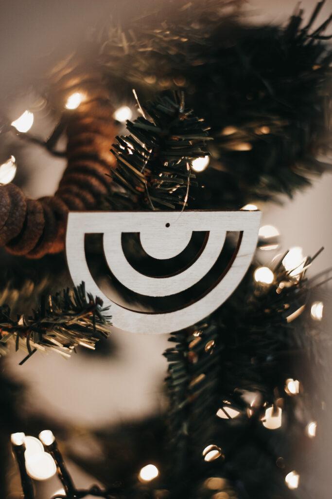 houten hanger in de kerstboom
